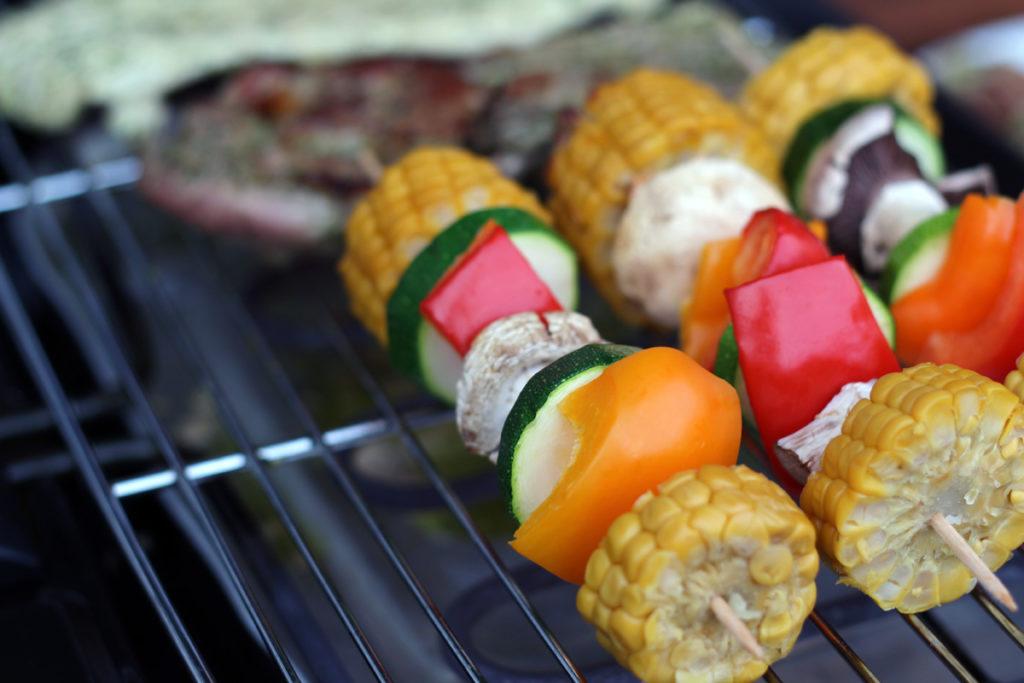 Gemüsekolben auf dem Grill