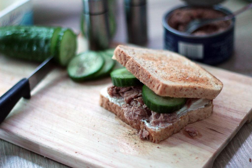 Einfache und schnelle Rezepte für Uni und Büro - Gurken-Thunfisch-Sandwich