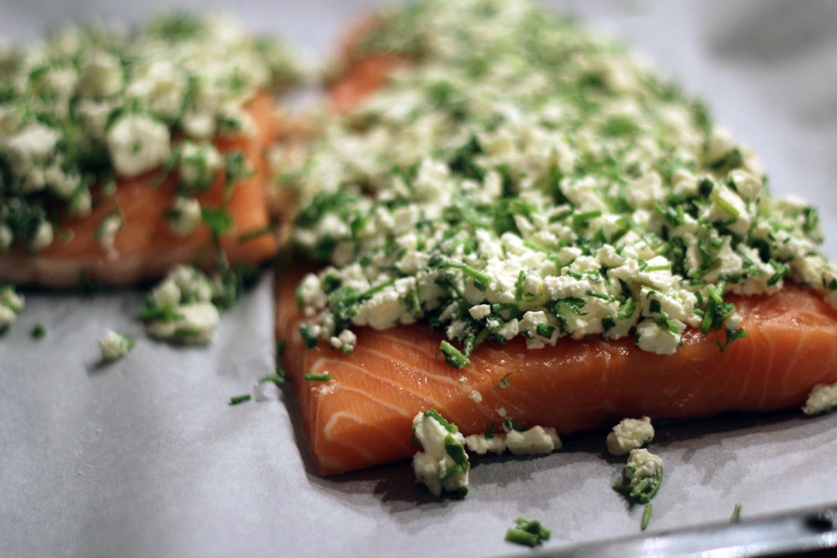 Lachs Rezepte - Lachs mit Kräuter-Feta-Haube