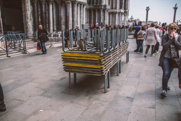 Stege für das Hochwasser in Venedig