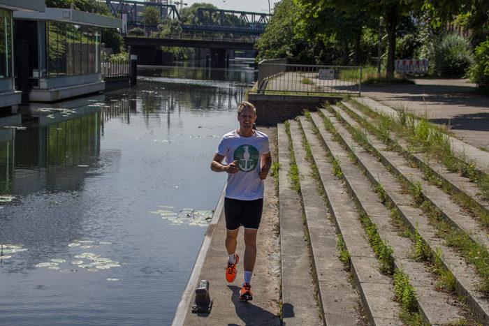 Asics Gel Pulse-8 Laufeinheit an der Elbe