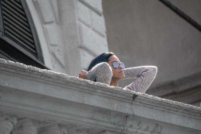 No goes von Venedig - Rihanna auf der Rialtobrücke