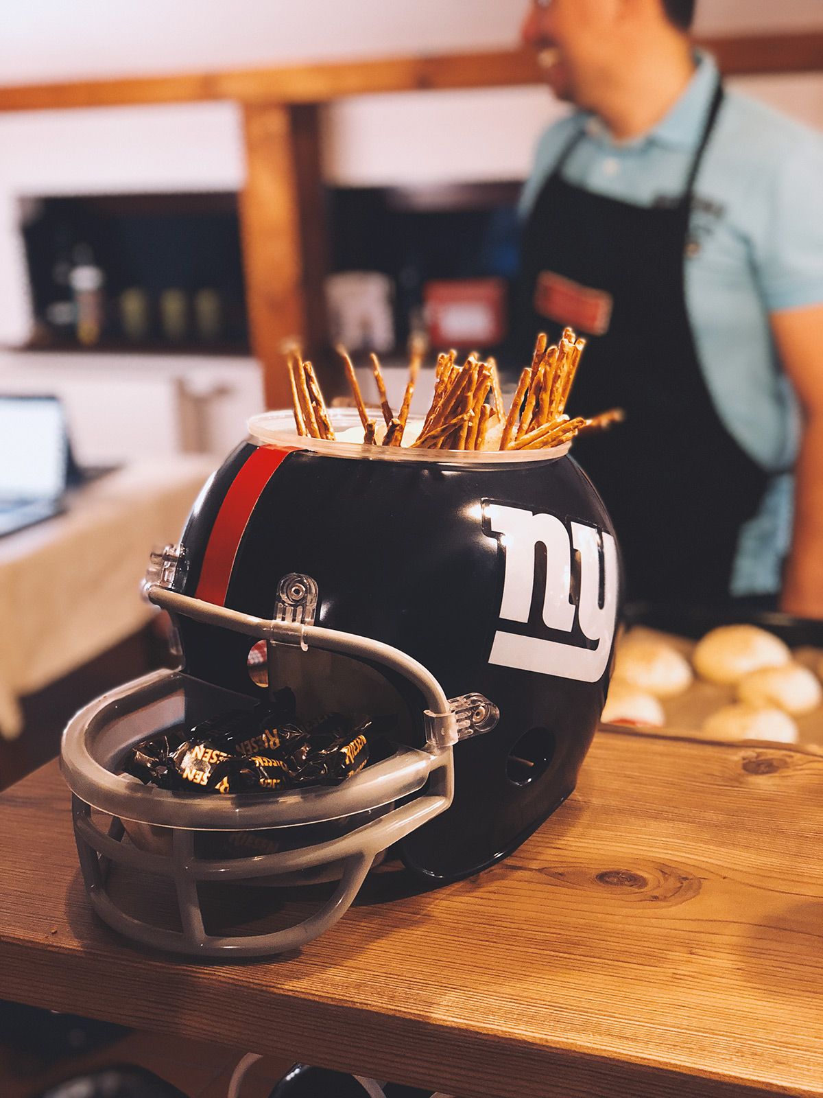 Super Bowl Nacht 2018 Snack Helm