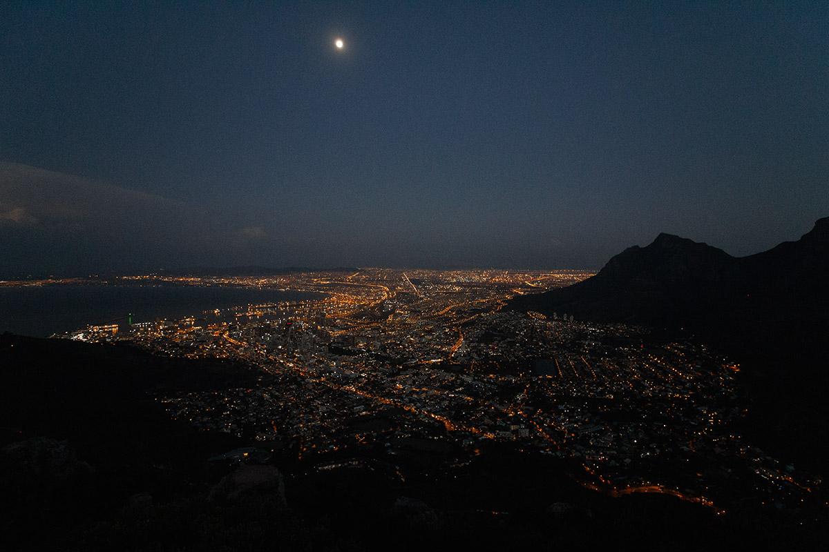 Lions Head Ausblick auf Kapstadt bei Nacht