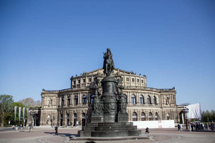 Statue König Johann Semperoper Dresden