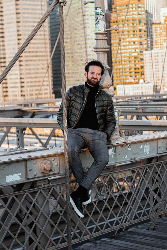 Brooklyn Bridge Philip alleine auf der Brücke