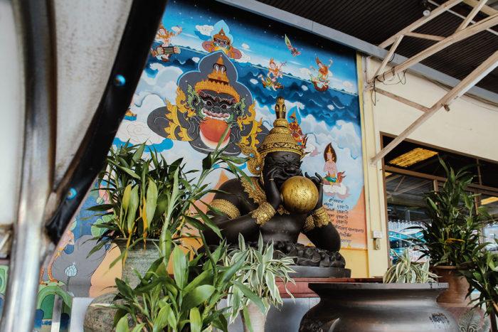 Schwarzer Buddha - International Fashion Center Bangkok